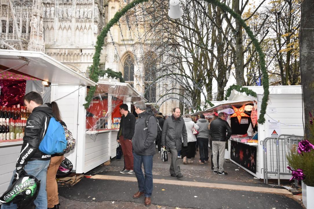 Fraiche journée sur le marché de Noël de Rouen