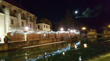 Le marché de Noël d'annecy - fleuve