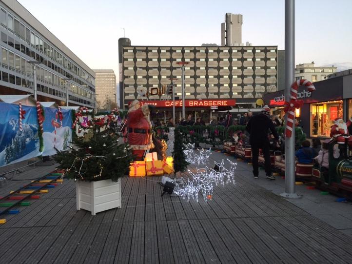 Le petit train et la décoration sont au rendez-vous du marché de noël de Rennes